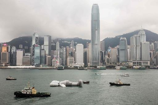 港に巨大ネズミがぷかり、ミッキーかと思いきや…? 香港
