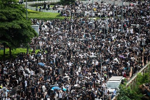 香港政府、「逃亡犯条例」デモ隊に解散と法順守呼び掛け