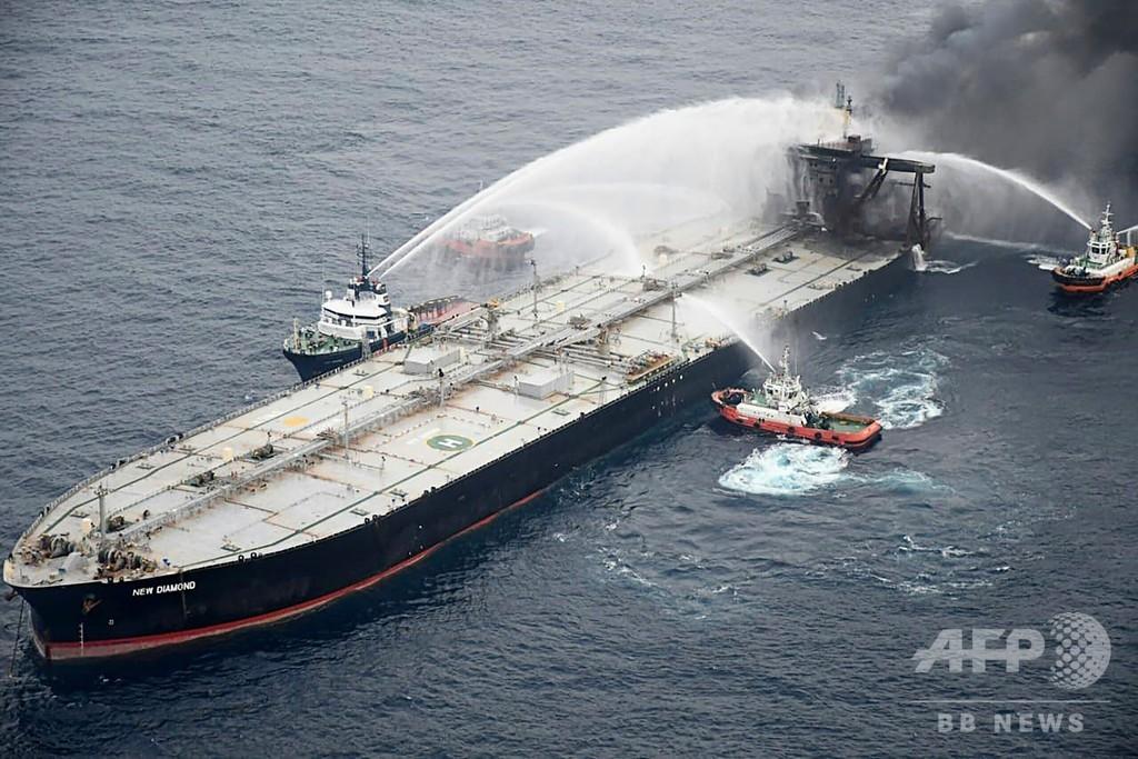 火災のタンカーからディーゼル燃料流出 スリランカ沖