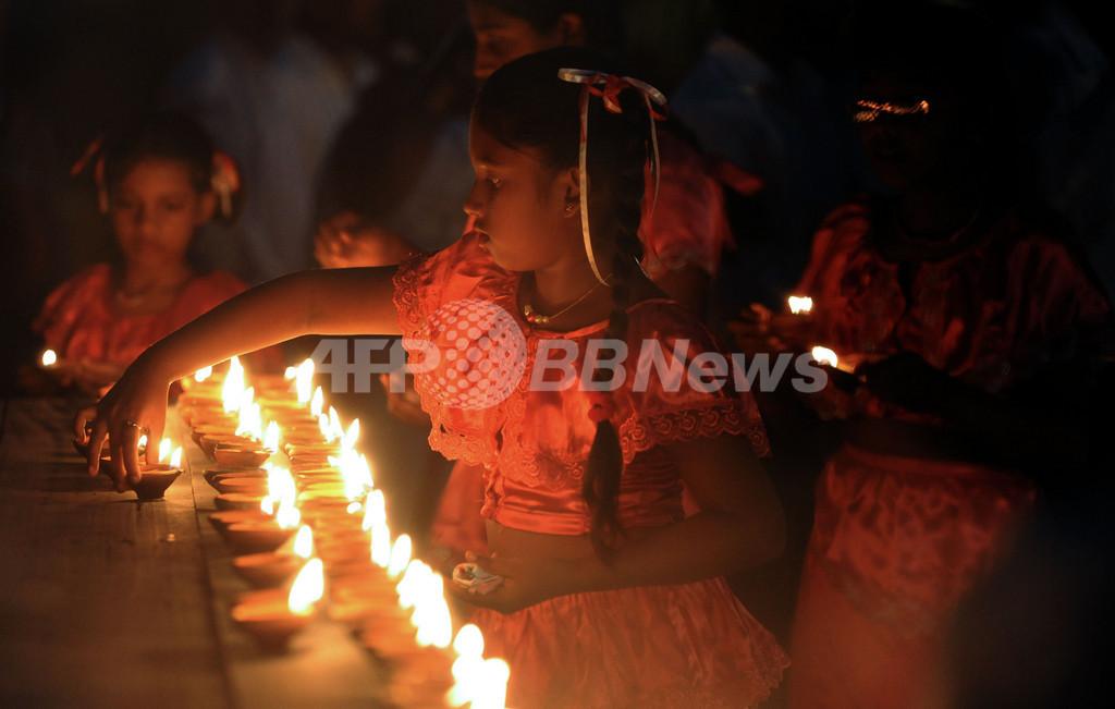 スリランカは100万ドルと紅茶で支援、震災犠牲者の追悼式も