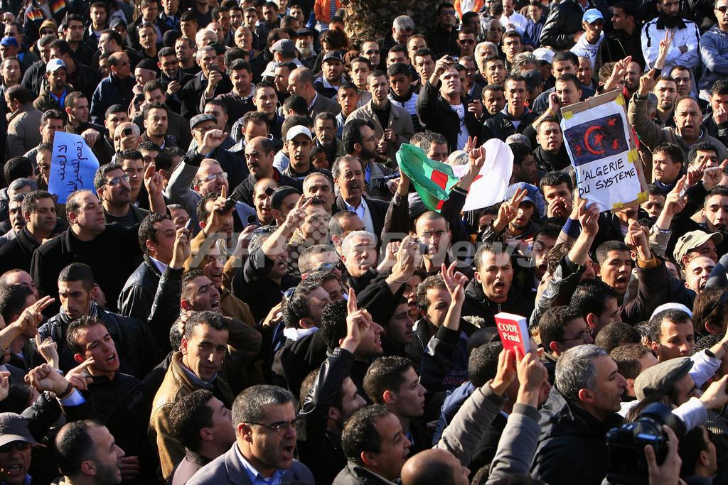 アルジェリアでも反政府デモ、2000人が参加