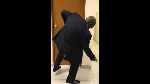 動画:汚職疑惑の南ア前大統領、証言を前にツイッターでダンスを披露