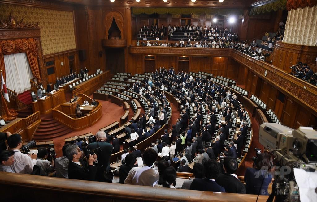安保法案が参院本会議で可決、成立