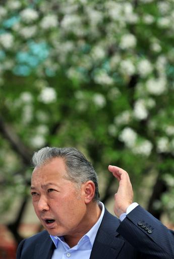 キルギス政変、バキエフ大統領が「条件付き」で辞任受け入れを表明