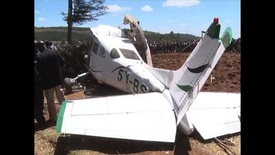 動画:ケニア西部でセスナ機墜落、5人死亡 墜落現場の映像