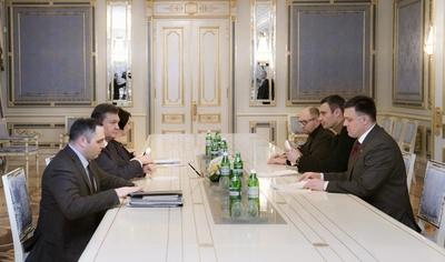 ウクライナ大統領、デモ規制法の廃止に同意