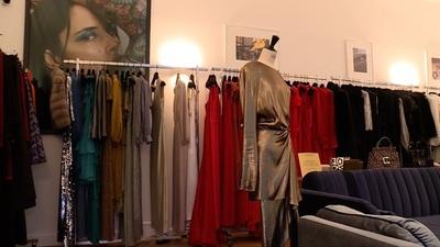 動画:高級ブランドのドレスやアクセサリーをレンタル、仏「Une Robe Un Soir」