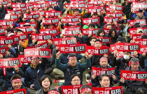 韓国で朴大統領の退陣求めるデモ、4週連続