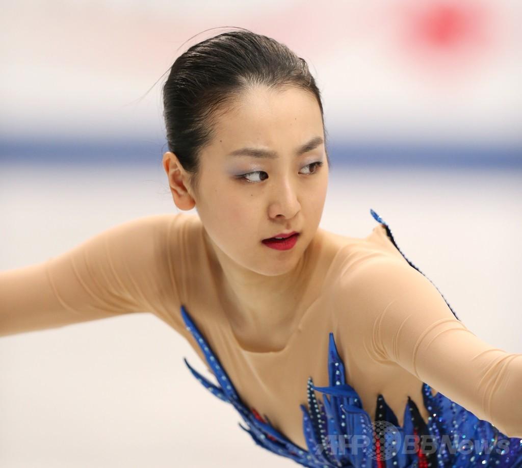 女子シングルで優勝した浅田真央、世界フィギュア