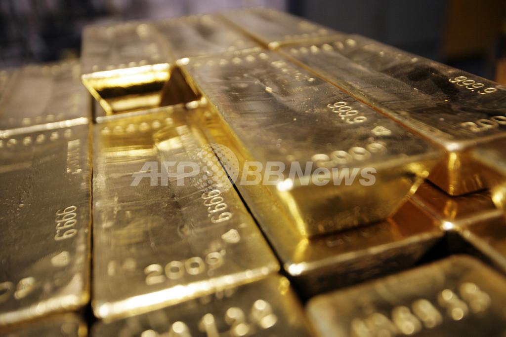 金価格が高騰、「原油取引決済のドル離れ」報道によるドル安の影響か