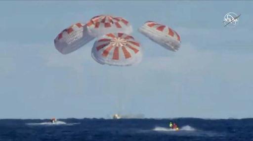 スペースXの宇宙船「ドラゴン」が帰還 有人飛行へ道開く