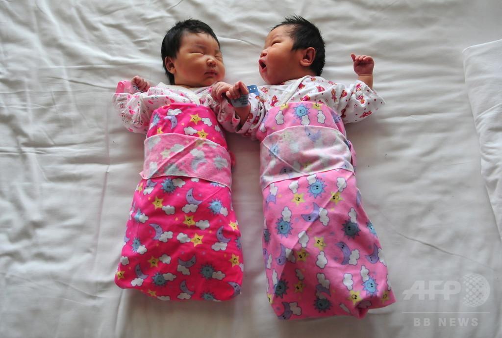 中国、二人っ子推進で新生児年300万人増の見通し