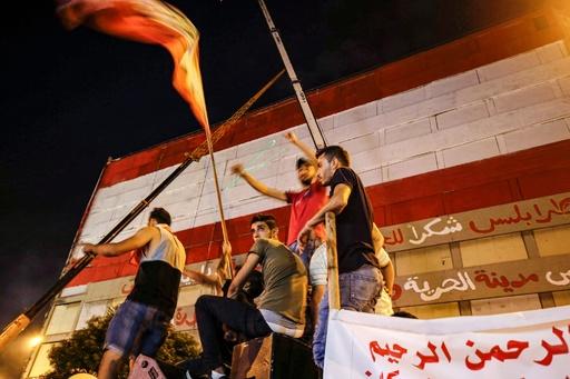 レバノン反政府デモ 数万人規模で継続