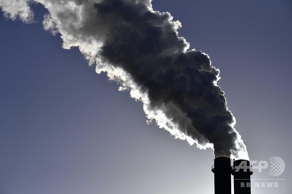 人類の炭素排出量、火山より「100倍多い」 国際研究