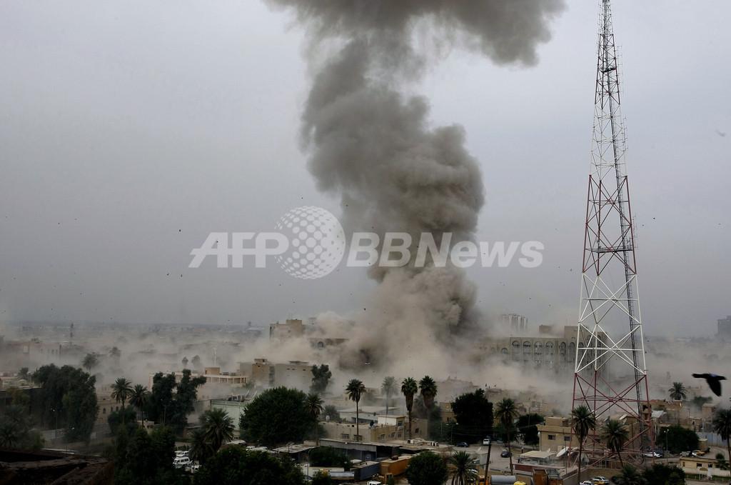 イラク法務省とバグダッド州庁舎に自爆攻撃、死者99人