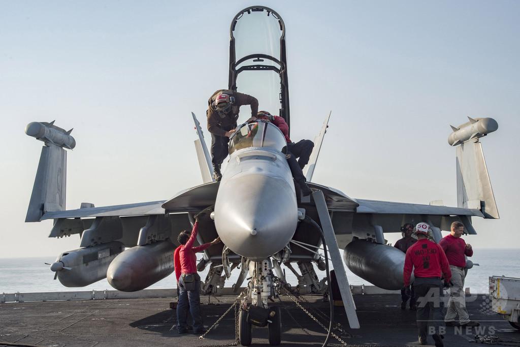 飛行機雲で空に巨大な男性器…米海軍、パイロットを処分