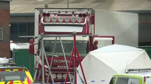 動画:英トラックのコンテナ内に39人の遺体発見、運転手逮捕