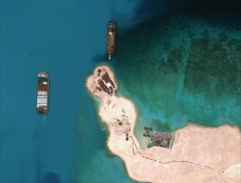 中国の埋め立てで拡大するミスチーフ礁、衛星写真で確認
