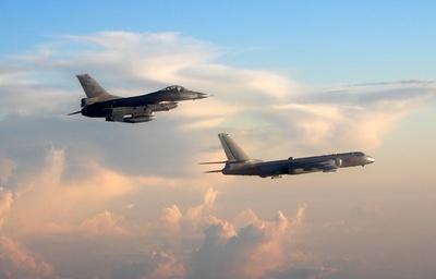 中国の爆撃機が台湾周辺や宮古海峡を飛行、台湾機が緊急発進