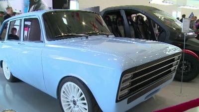 動画:ライバルはテスラ? カラシニコフがレトロな見た目の「電気スーパーカー」を発表