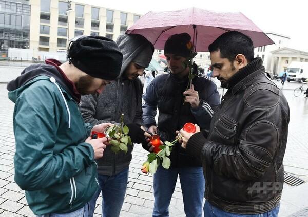反発に身構えるシリア難民、パリ連続襲撃の影響は?