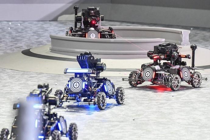 世界の若いエンジニアがロボットで激闘、「ロボマスター」 広東