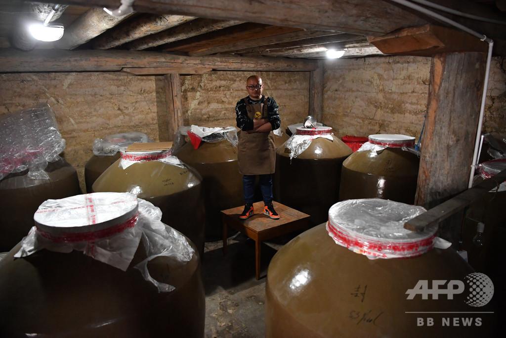 伝統製法守り近代化 チベット族青年、故郷で家業の「青稞酒」造り