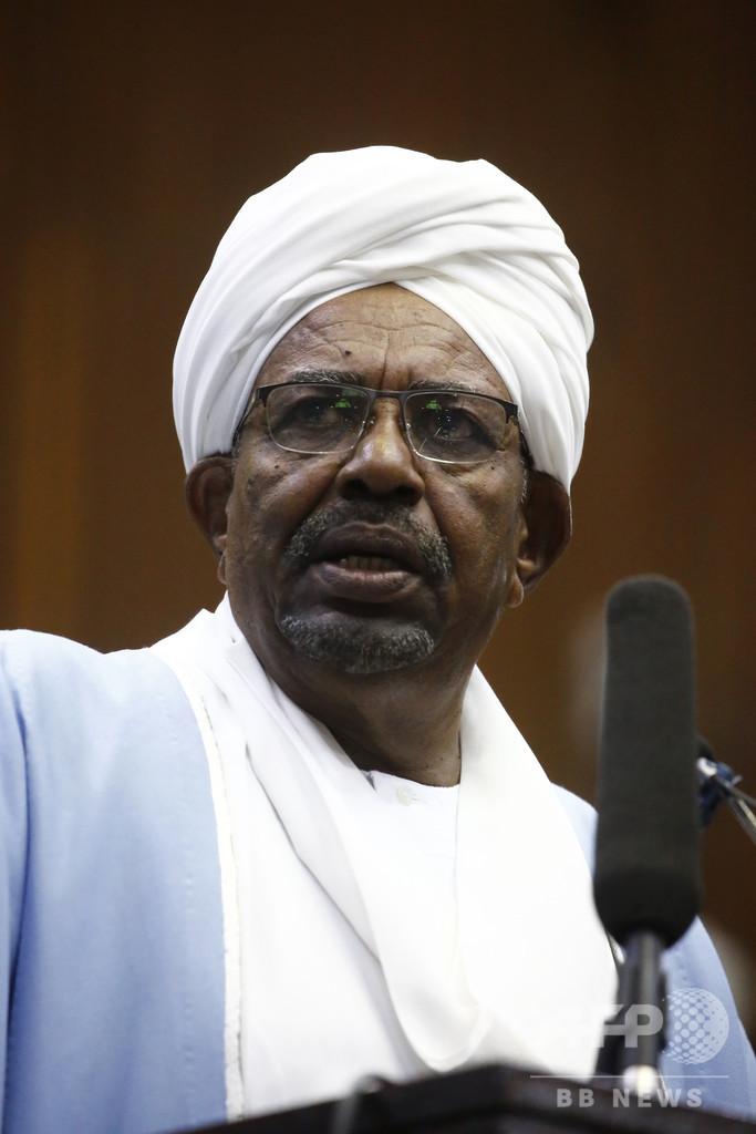 スーダン前大統領を汚職で訴追、国営通信報道
