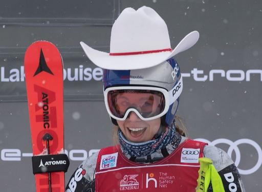 「二刀流」レデツカ、アルペンW杯初優勝 滑降初戦を制す