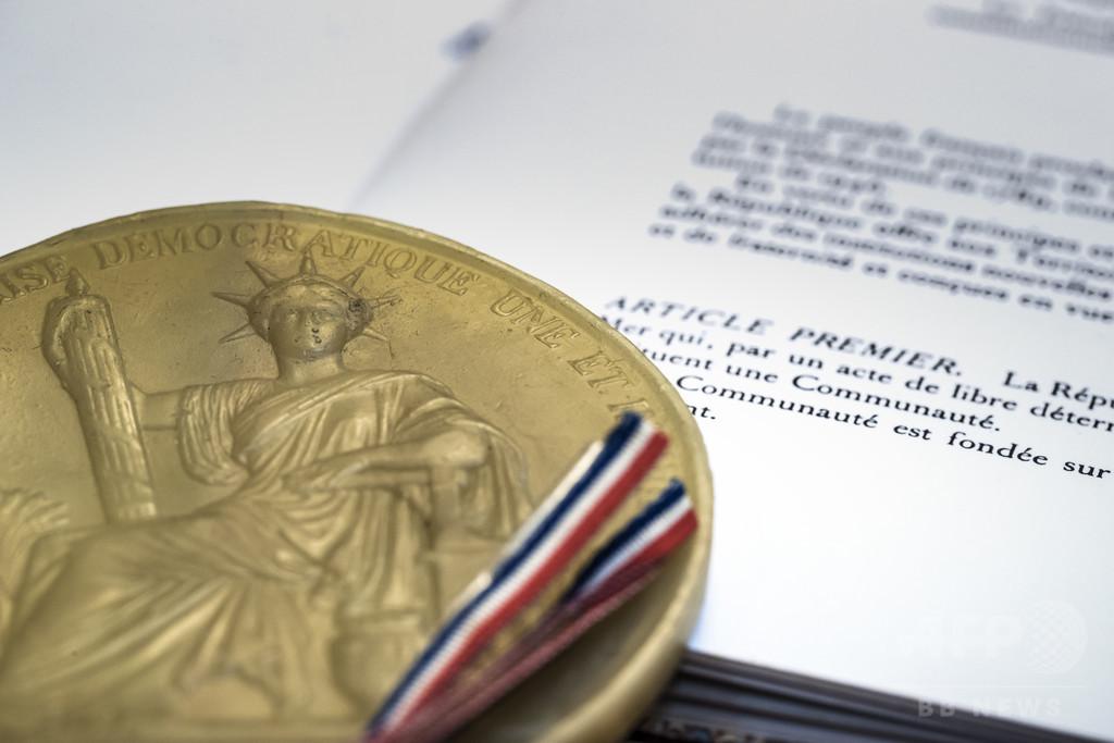 憲法から「人種」の文言削除、性の平等明記へ 仏下院で合意
