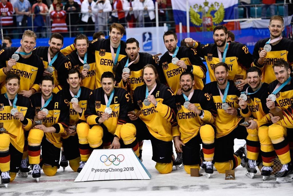 ブラジルW杯優勝のドイツ代表、銀メダルのアイスホッケー男子は「ヒーロー」