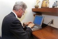 米大統領初のメールを送信したノートPC、競売へ