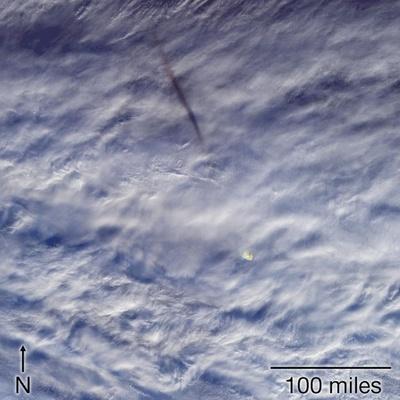ベーリング海上空に昨年出現した流れ星、NASAが衛星画像公開