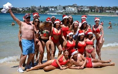 水着でメリークリスマス! 真夏のビーチから オーストラリア