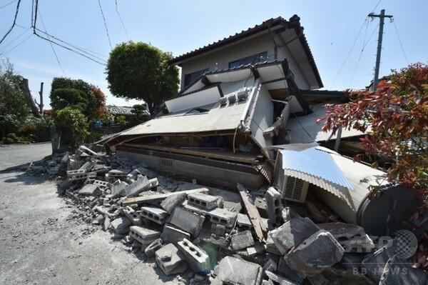 熊本地震、懸命の救助活動続く 負傷者860人以上