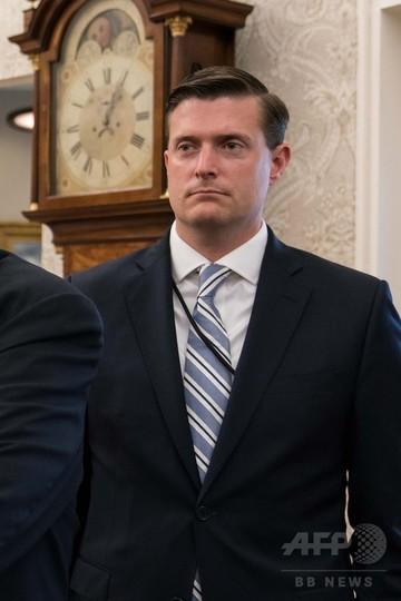 トランプ大統領、元妻2人への虐待疑惑で辞任の元側近を称賛