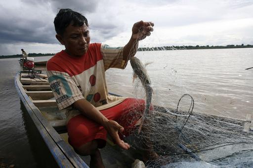 ラオス人の生活を支えるメコン川