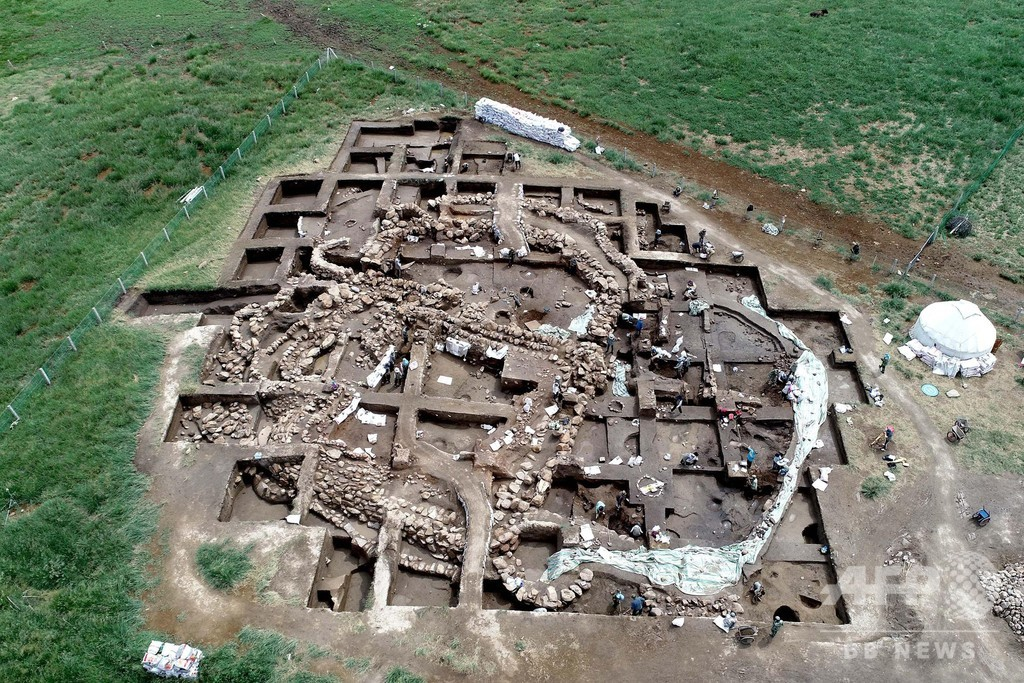 新疆・ハミ 青銅器時代の集落遺跡初めて発見