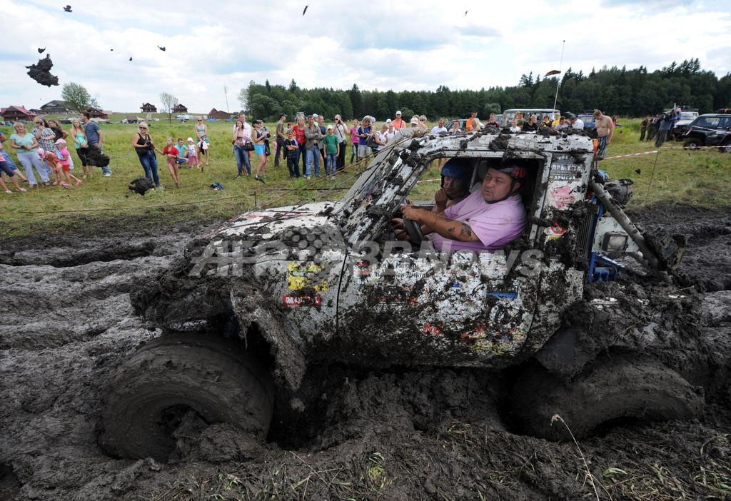 泥だらけでも濡れても前進、ベラルーシでオフロードの祭典