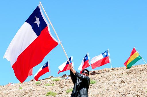 チリ鉱山事故、救出から1周年の式典 出席した元作業員は半数