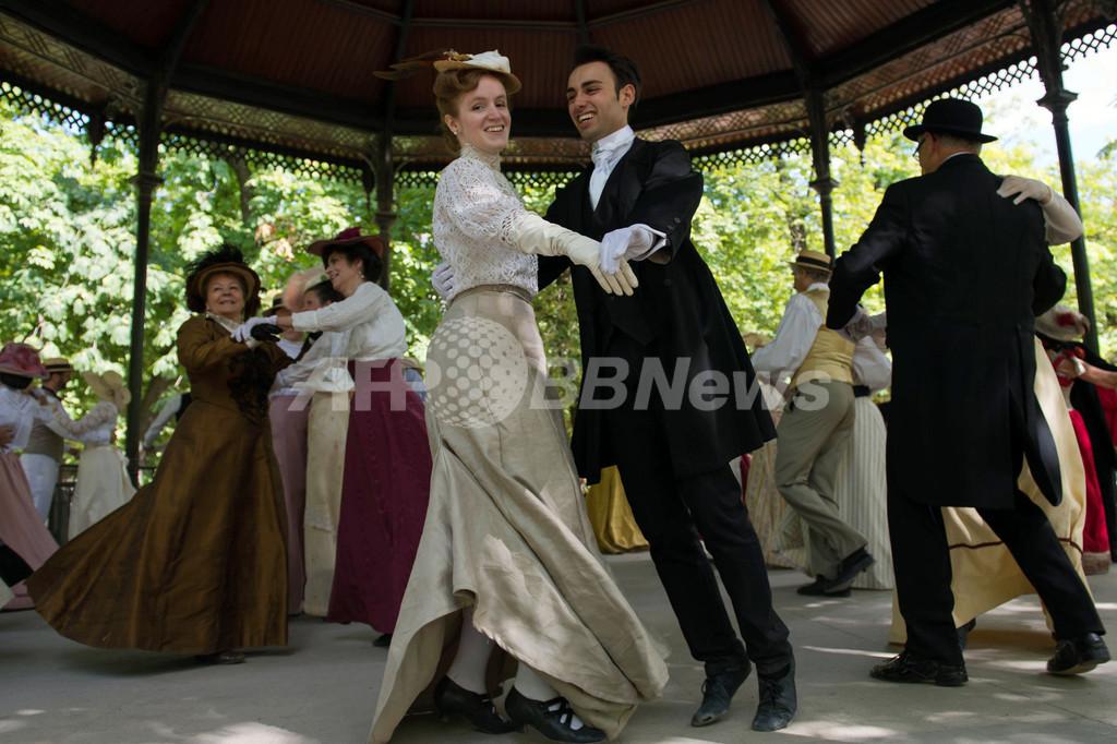 1900年代の衣装で舞踏会、パリで開催 写真33枚 国際ニュース:AFPBB News