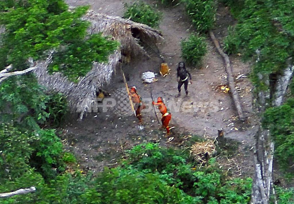アマゾン奥地に新たな先住民、写真公開 違法伐採で生存の危機