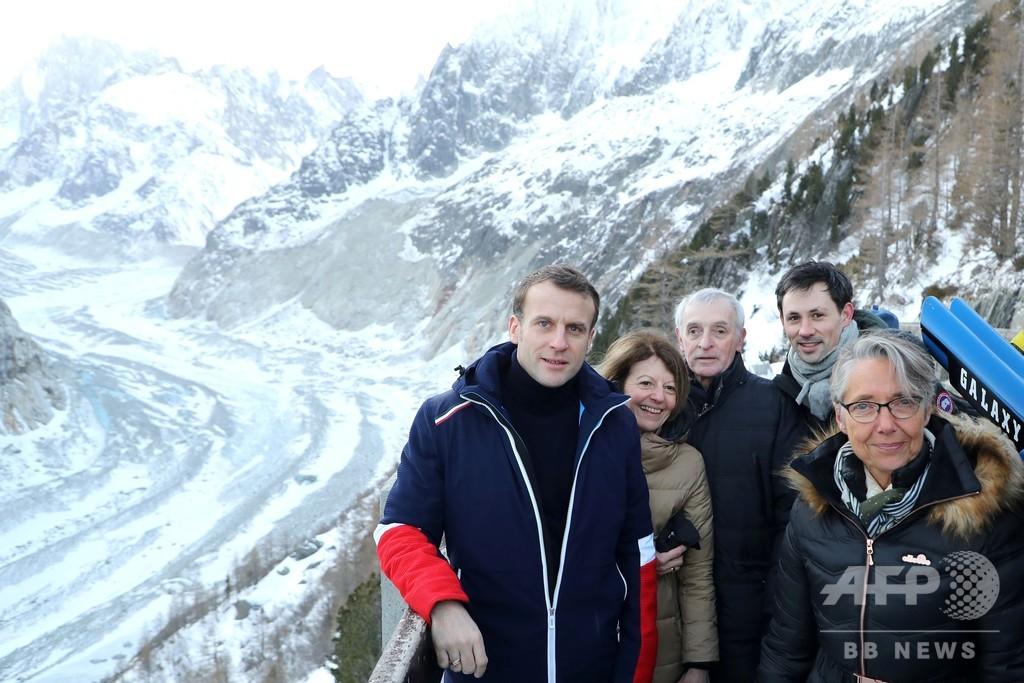 マクロン仏大統領、消えゆく氷河を視察 「世紀の闘い」訴える