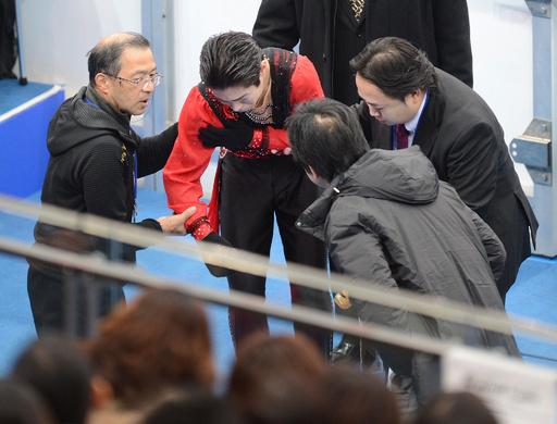 羽生SP最高得点更新で首位、高橋は2位発進 NHK杯