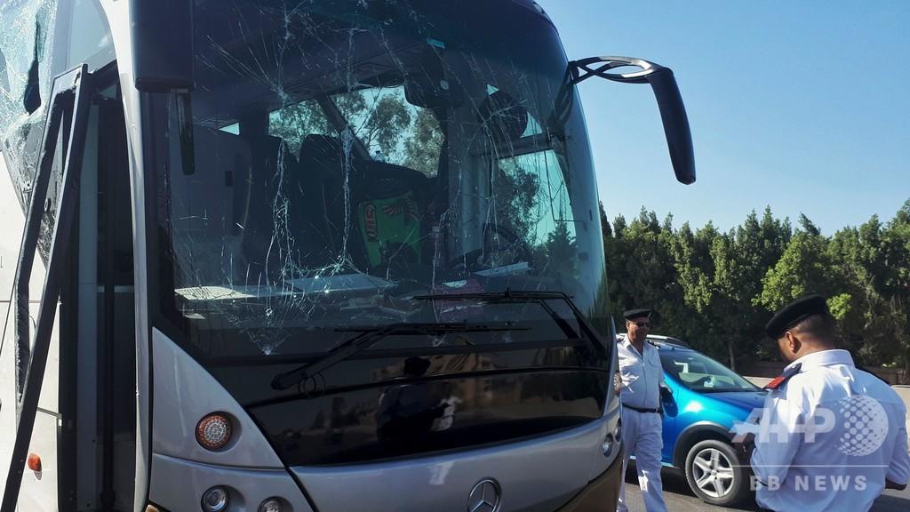 ピラミッド近くで観光バス狙った爆発、南アフリカ人ら17人負傷 エジプト