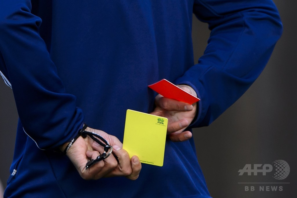 UEFAのプラティニ会長、シンビン制度の導入に意欲