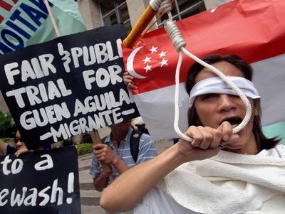 外国人メイドを「販売」、フリマアプリの広告に非難 シンガポール