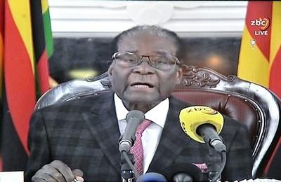 ジンバブエ大統領がテレビ演説、辞任表明せず 混乱に拍車