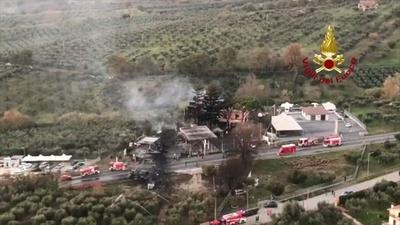 動画:ローマ近郊のガソリンスタンドで爆発、2人死亡 10人負傷 空撮
