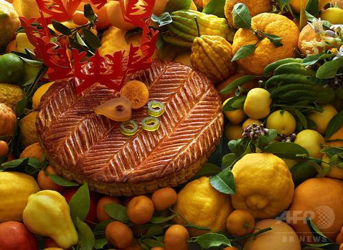 「ピエール・エルメ・パリ」新年を祝す伝統菓子ガレット・デ・ロワ